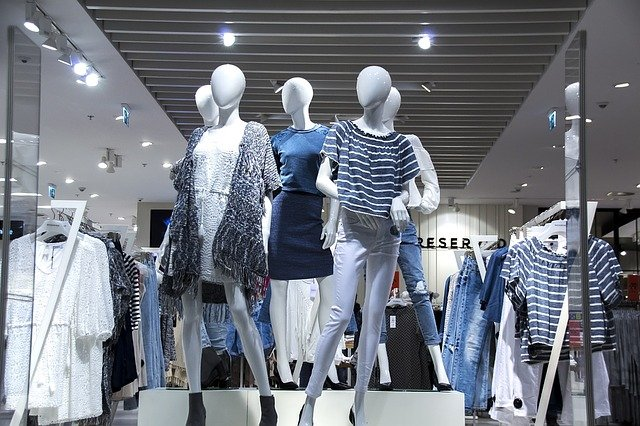 Наш выбор - это домен в зоне .RU для интернет магазина одежды